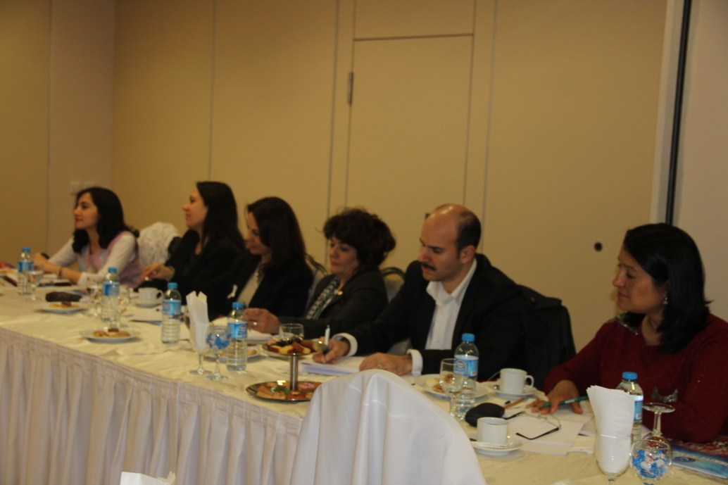 """Türkiye Kamu Sen Kadın Kolları Komisyonu tarafından düzenlenen """"Kamuda Çalışan Kadınlar; Sorun Analizi ve Çözüm Önerisi"""" konulu toplantı Ankara'da başladı."""