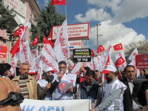 Tıp Bayramı Arifesinde tüm Türkiye'de olduğu gibi Konya'da da iş bırakma eylemi gerçekleştirip basın açıklaması yaptık.