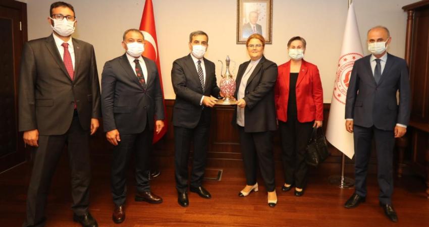 AİLE ve SOSYAL HİZMETLER BAKANI SN. DERYA YANIK'I ZİYARET ETTİK.