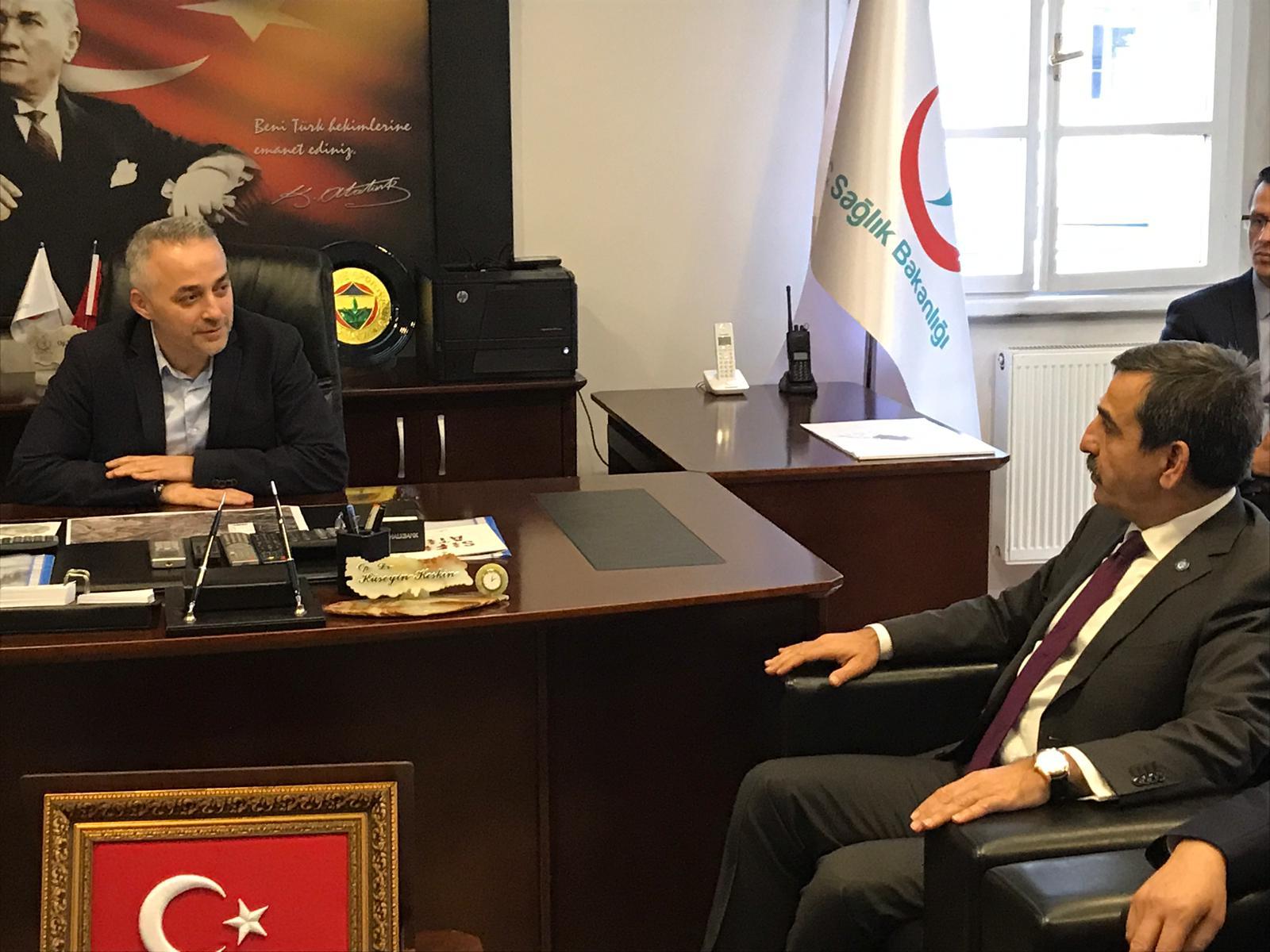 Genel Başkanımız Önder Kahveci ve Genel Başkan Yardımcımız İsmail  Türk Çankırı'yı ziyaret ettiler. Ziyarette İl temsilcimiz Serhat Gökçe ile birlikte Çankırı İl Sağlık Müdürü Op. Dr. Sayın hüseyin keskin'i ziyaret ettiler. Çankırı'da görev yapan sağlık çalışanlarının sorunlarını ve taleplerini aktardılar.   Ziyaretin ardından Türk Eğitim-Sen Çankırı Şubesinin yenilenen hizmet binasının açılış törenine katıldılar. Törene MHP Genel Başkan Yardımcısı ve Ankara Milletvekili Yaşar Yıldırım, Türkiye Kamu-Sen Genel Sekreteri ve Türk Eğitim-Sen Genel Başkanı Talip Geylan, Türkiye Kamu-Sen Genel Mevzuat Sekreteri ve Türk Yerel Hizmet-Sen Genel Başkanı Mustafa Yorulmaz, Genel Merkez Yöneticilerimiz, Şube Başkanlarımız ve çok sayıda davetli katıldı.