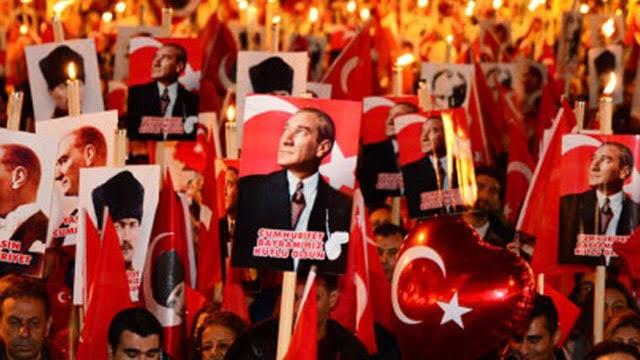 Genel Başkanımız Önder Kahveci, Cumhuriyetimizin 96. kuruluş yıldönümü nedeniyle yayınladığı mesajda, başta Gazi Mustafa Kemal Atatürk olmak üzere bütün şehitlerimizi minnet ve rahmetle anarak şunları söyledi;