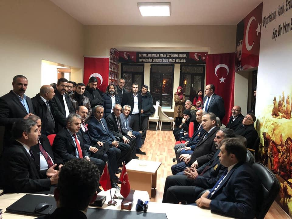 Türkiye Kamu-Sen Genel Başkanı Önder Kahveci ve Sendikalarımızın Genel Başkanları istişarelerde bulunmak üzere Diyarbakır'a gitti.