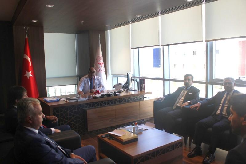 Genel Başkanımız Önder Kahveci, Genel Başkan Yardımcılarımız İsmail Türk, Ümit Turhan Ankara 1 Nolu Şube Başkanımız Orhan Yılmaz ve şube yönetim kurulu üyeleri ile Ankara Şehir Hastanesi Koordinatör Başhekimi Aziz Ahmet Surel'i ziyaret etti.
