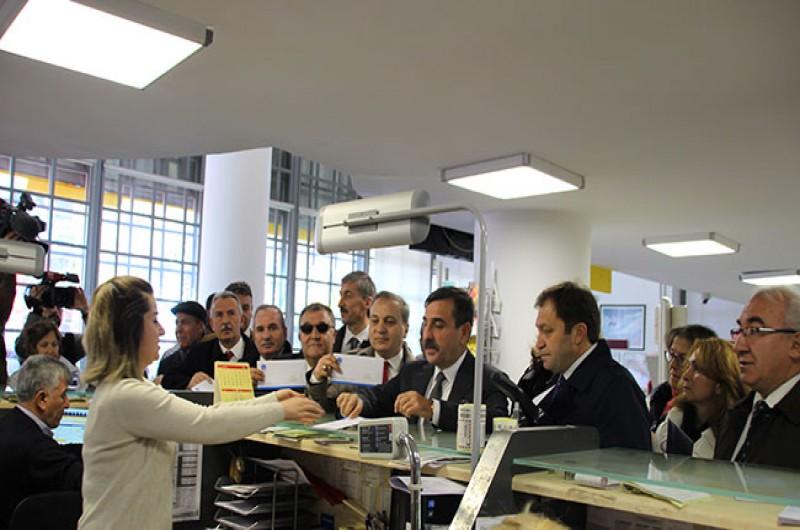 Yaşanan ekonomik gelişmeler karşısında memur ve emeklilerimizin kayıplarının telafisi için Cumhurbaşkanı Recep Tayyip Erdoğan'a Türkiye'nin dört bir yanından ek zam verilmesi talebimizi içeren mektuplar gönderdik.