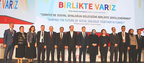 """Uluslararası Çalışma Örgütü, Aile, Çalışma ve Sosyal Hizmetler Bakanlığı ve sosyal paydaşların birlikte yürüttüğü, """"Sosyal Diyalog Projesi"""" kapanış konferansı Ankara'da gerçekleştirildi. Konferansa Genel Başkanımız Önder Kahveci Panelist olarak katıldı."""
