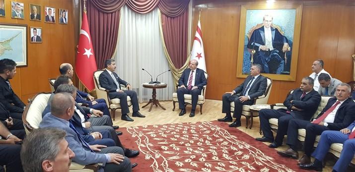 Türkiye Kamu-Sen Genel Başkanı Önder Kahveci ve bağlı sendikalarımızın Genel Başkanları temaslarda bulunmak üzere yavru vatan Kuzey Kıbrıs Türk Cumhuriyetine gitti.