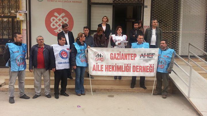 Gaziantep Şubesi; Şahinbey Merkez 14 Nolu Aile Sağlığı Merkezinde görevli Doktor U.E ve Hemşire T.S'nin saldırıya uğraması nedeniyle; Gaziantep Aile Hekimliği Derneği ile birlikte basın açıklaması yapıldı.