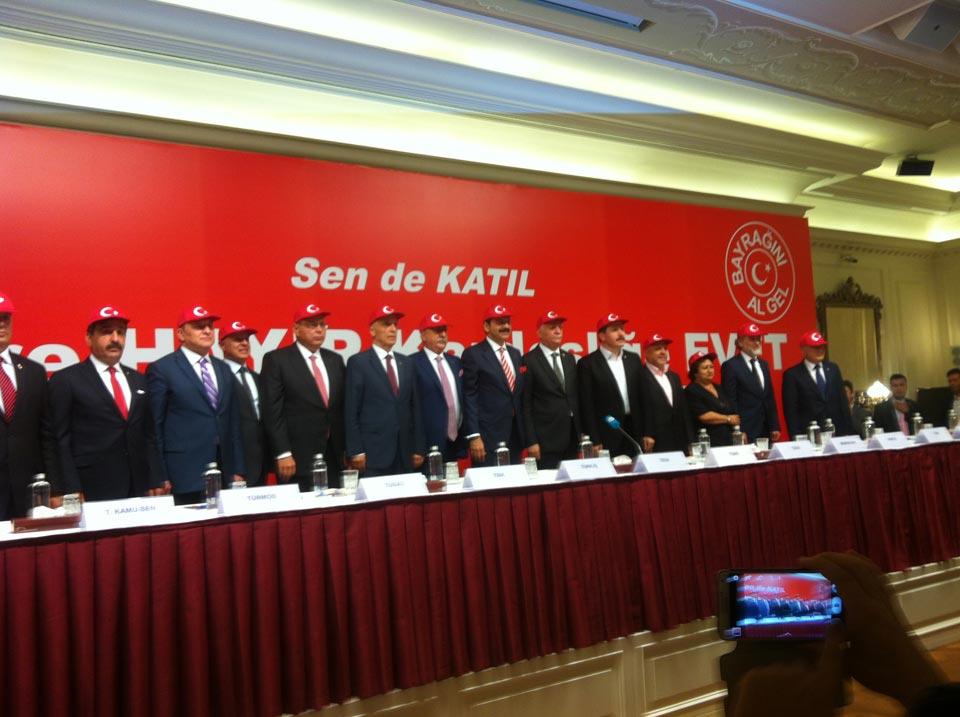 13 Sivil toplum örgütünün bir araya geldiği ve Türkiye Kamu-Sen'i temsilen Genel Başkanımız Önder Kahveci'nin katıldığı toplantı sonucunda bir açıklama yapan TOBB Başkanı Rifat Hisarcıklıoğlu Herkese 'bayrağını al da gel' çağrısı yaptıklarını söyleyerek 17 Eylül Perşembe günü Ankara Sıhhiye Meydanı'nda teröre hayır kardeşliğe evet mitingini gerçekleşeceğini belirtti.