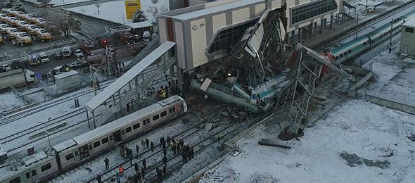 Başkent Ankara'da yaşanan Yüksek Hızlı Tren kazasına ilişkin Türkiye Kamu-Sen Genel Başkanı Önder Kahveci baş sağlığı mesajı yayınladı.