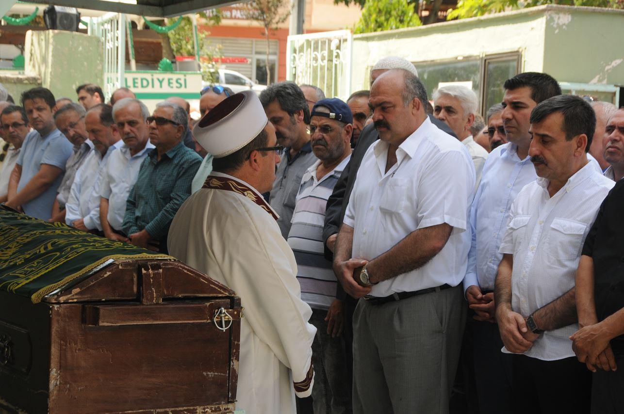 Genel Başkanımız Sayın Önder Kahveci'nin kıymetli anneleri Emine Kahveci'yi, Amasya Göynücek'te ebedi istirahatgahına uğurladık.