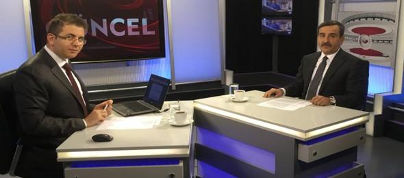 """Türkiye Kamu-Sen Genel Başkanı Önder Kahveci, Kanal B'de canlı yayınlanan """"Güncel"""" programına konuk oldu. Gündemdeki önemli gelişmeler ve kamu çalışanlarının sorunları hakkında görüşlerini ifade eden Kahveci, özellikle çalışanların alım gücünde ciddi azalma olduğuna dikkat çekti."""