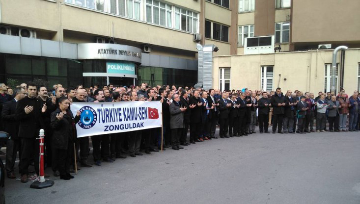 Türk Sağlık-Sen olarak bugün Türkiye'nin dört bir yanında tüm kurumlarımızda şehitlerimizi anarak mesaiye başladık.