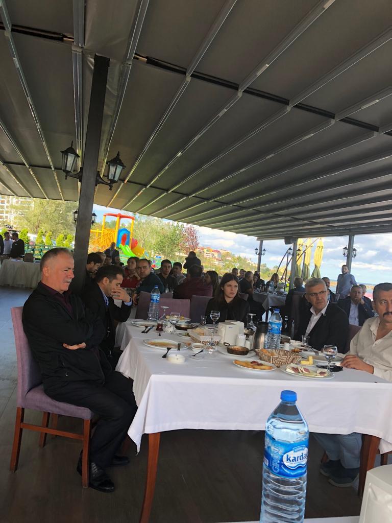 Genel Başkanımız Önder Kahveci , Genel Başkan Yardımcımız İsmail Türk ile birlikte Giresun Şubemiz tarafından gerçekleştirilen işyeri temsilcileri toplantısına katıldı. Giresun Şube Yönetim kurulu üyeleri ve işyeri temsilcilerinin katıldığı toplantıda, Samsun, Trabzon, Ordu,ve Artvin şube Başkanlarımız ile şube yönetim kurulu üyeleri de yer aldı.