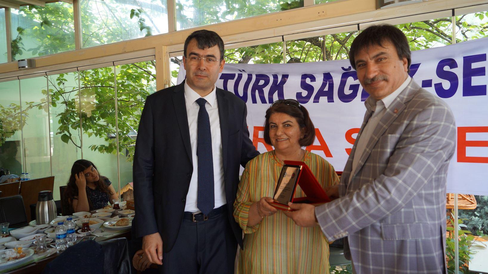 Bursa Şubemizin düzenlediği hemşireler ve anneler günü etkinliğine Genel Başkan Yardımcılarımız İsmail Türk ve Ümit Turhan katıldılar.