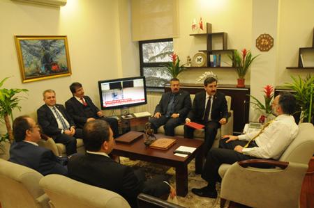 Genel Başkanımız Önder Kahveci ve Genel Başkan Yardımcılarımız Mustafa Genç, Hasan Şirin, Yusuf Alan, İsmail Türk ve Ümit Turhan ile birlikte YÖK Başkanvekilliğine atanan Prof. Dr. Safa Kapıcıoğlu'nu ziyaret etti.