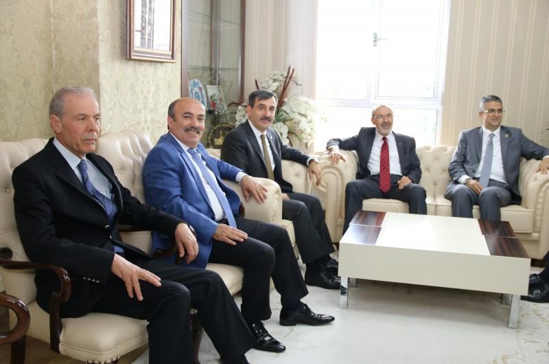 MHP Genel Başkan Yardımcısı Yaşar Yıldırım ile, MHP Genel Başkan Yardımcısı Prof. Dr. Kamil Aydın, Konfederasyonumuzun genel merkezini ziyaret etti.
