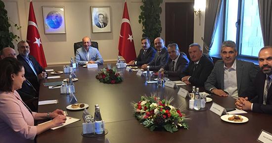 Türkiye Kamu-Sen Genel Başkanı Önder Kahveci ve yönetim kurulu üyelerimiz Cumhurbaşkanlığı Sosyal Politikalar Kurulu Başkan Vekili Prof. Dr. Vedat Bilgin ve kurul üyeleri ile Çankaya Köşkünde bir araya geldi.