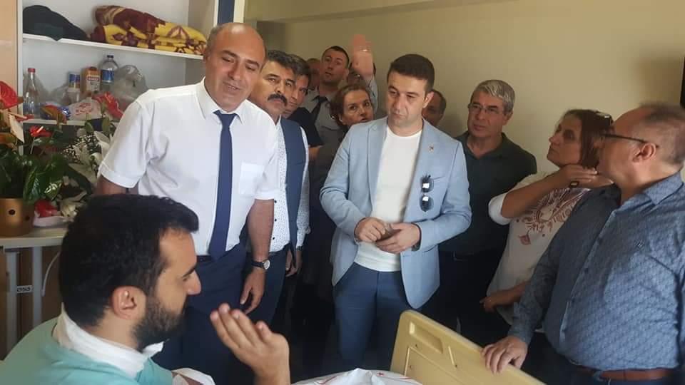 Türkiye'de sağlıkta şiddet vahşete ve cinayete dönüşmeye başlamıştır. Bunun en son örneği de İzmir Katip Çelebi Üniversitesi (İKÇÜ) Atatürk Eğitim ve Araştırma Hastanesi'nde görevli bir doktorumuzun hasta tarafından boynunda jiletle yaralanması ile görülmüştür.