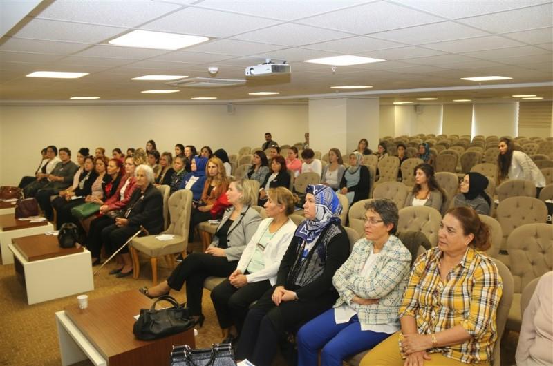 """Türkiye Kamu-Sen Kadın Komisyonları tarafından organize edilen, """"Meme Kanseri Farkındalık Ayı"""" kapsamında Türkiye Kamu-Sen Genel Merkezinde katılımcılara yönelik seminer düzenlendi."""