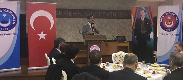 Genel  Başkanımız Önder  Kahveci  ve Genel Başkan Yardımcılarımız Eskişehir şubemizin düzenlediği işyeri temsilcileri toplantısına katıldılar. Açılışını Şube Başkanımız Hüseyin Kararman'ın yaptığı toplantıda Genel Başkanımız Önder Kahveci kamu çalışanlarının gündemine ilişkin değerlendirmelerde bulundu.