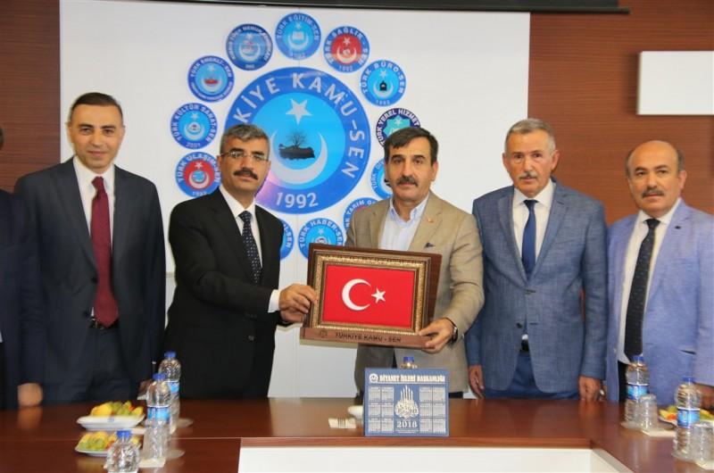 Sosyal Güvenlik Kurumu Başkanı Mehmet Selim Bağlı ve SGK Başkan Yardımcısı Cevdet Ceylan, Türkiye Kamu-Sen Genel Başkanı Önder Kahveci ve Yönetim Kurulumuzu ziyaret etti.
