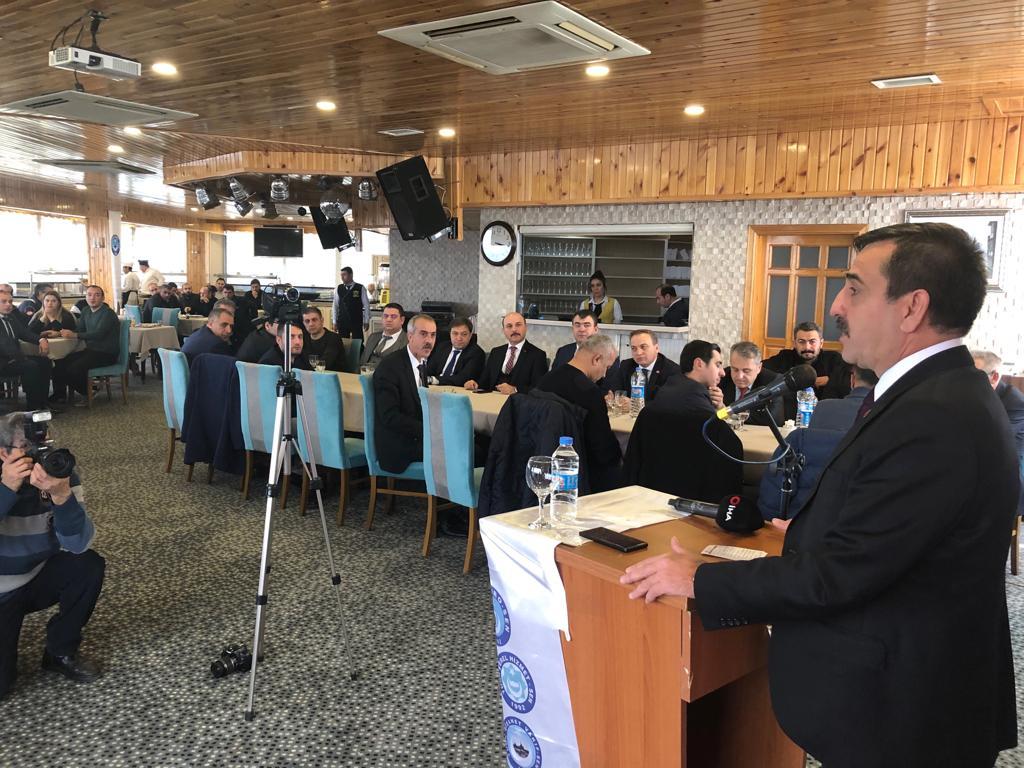 Türkiye Kamu-Sen Genel Başkanı Önder Kahveci'nin, sendikalarımızın Genel Başkanlarının ve il temsilcilerinin, bölgenin şube başkanları ile üyelerimizin katılımıyla Diyarbakır'da teşkilat buluşması gerçekleştirildi.