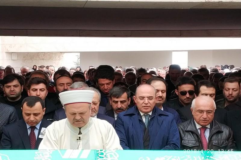 Türkiye Kamu-Sen Genel Başkan Vekili ve Türk Sağlık-Sen Genel Başkanı Önder Kahveci, önceki gün yaşamını yitiren duayen şair Cemal Safi'nin cenaze törenine katıldı.