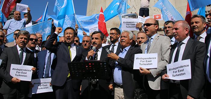 Çin'in Doğu Türkistan'ı işgal edişinin 70. Yılında, Ankara Ulus meydanından tüm dünyaya bir kez daha soydaşlarımızın yaşadığı baskı ve zulmü haykırdık.