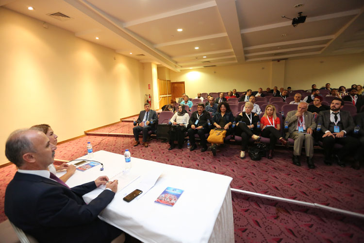 Sendikamız tarafından gerçekleştirilen Şube Başkanları ve Yönetim Kurulları Eğitim ve İstişare Toplantısı'nın ikinci bölümünde ilk olarak Şube Başkanları toplantısı gerçekleştirildi. Genel başkanımız, Genel Başkan yardımcılarımız ile şube başkanlarımız ve il temsilcilerimizin katıldığı bu toplantıda önümüzdeki süreçte yapılması gerekenler değerlendirildi. Fikir alışverişinde bulunuldu.