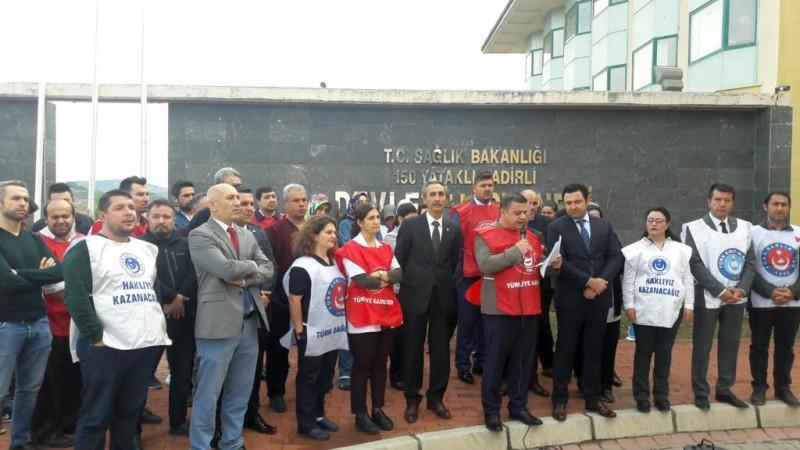 Döner Sermaye sisteminin yeniden düzenlenerek, döner sermayelerin arttırılarak emekliliğe yansıtılması ve adaletin sağlanması için tüm Türkiye'de alanlara çıkarak Hükümete, Sağlık Bakanlığı'na ve Üniversitelere seslendik. Taleplerimizi ilettik.