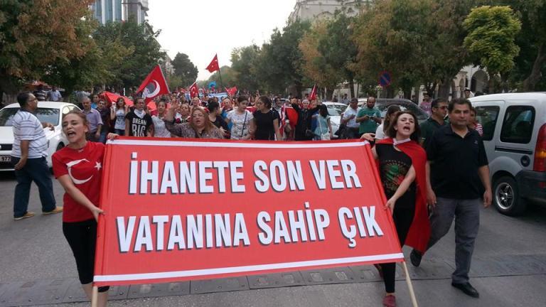 """Türkiye Kamu-Sen Gaziantep İl Temsilciliği olarak; yaşanan terör olaylarını, teröriste verilen tavizleri protesto etmek ve Şehitlerimizi anmak için """"İHANET SON VER, VATANINA SAHİP ÇIK"""" yürüyüşü yaptık."""