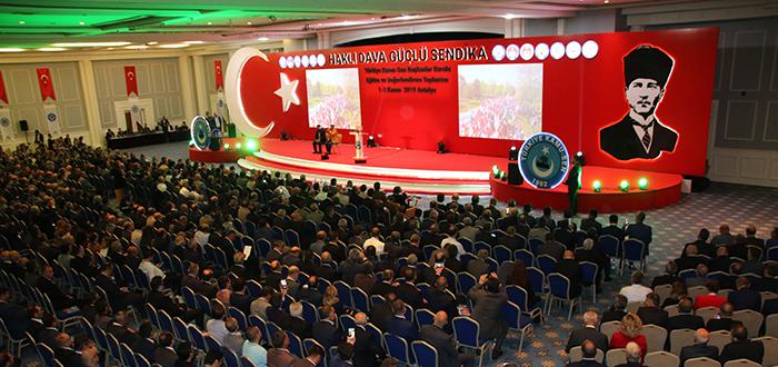 Türkiye Kamu-Sen Başkanlar Kurulu, Konfederasyona bağlı sendikalarımızın genel başkanları, Genel Merkez Yönetim Kurulu üyeleri, şube başkanları ve il temsilcilerimizin katılımıyla 1-3 Kasım 2019 tarihlerinde Antalya'da toplanmıştır.