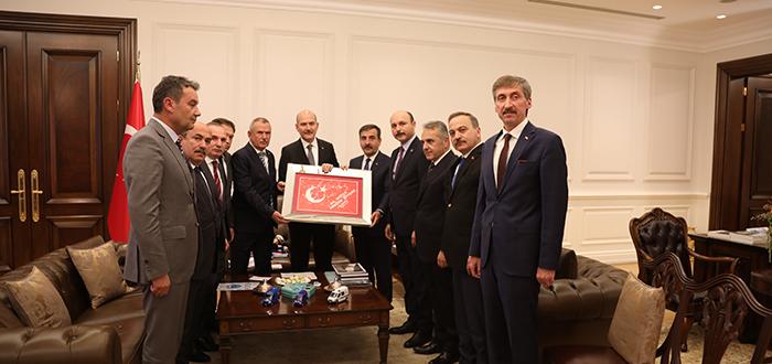 Genel Başkanımız Önder Kahveci ve beraberindeki heyet İçişleri Bakanı Süleyman Soylu'yu makamında ziyaret etti.