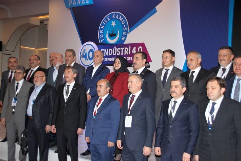 """Konfederasyonumuzun """"Sendika 4.0"""" adıyla dünyada ilk defa dillendirdiği ve bu çerçevede düzenlediğimiz """"Endüstri 4.0 ve Sendikaların geleceği panelimiz Ankara'da Aile, Çalışma ve Sosyal Hizmetler Bakanı Zehra Zümrüt Selçuk 'un da aralarında bulunduğu yoğun bir kalabalıkla gerçekleştirildi."""