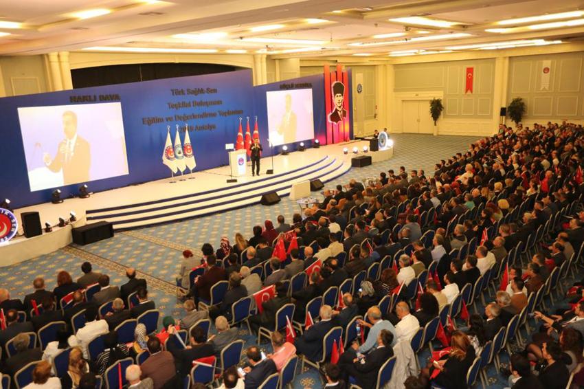 25 şubemizden şube başkanlarımız, şube başkan yardımcılarımız ve işyeri temsilcilerimizin katıldığı Teşkilat Buluşması Eğitim ve İstişare toplantımızın üçüncüsünü gerçekleştirdik.
