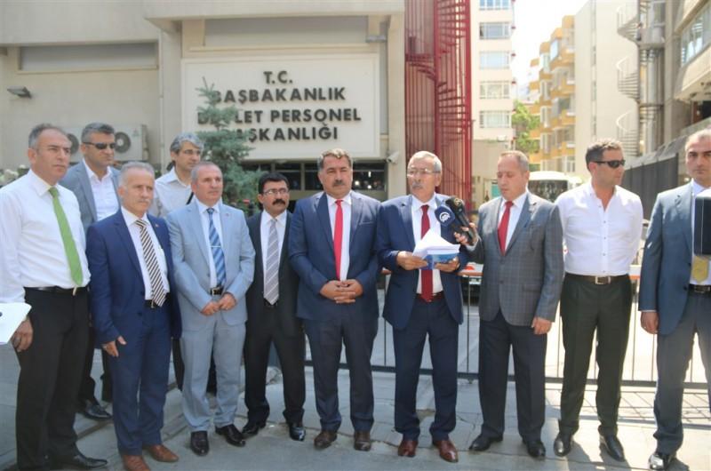 2018-2019 Yılı toplu sözleşme görüşmeleri öncesinde Türkiye Kamu-Sen'in taleplerinin yer aldığı çalışmayı Devlet Personel Başkanlığına teslim ettik.