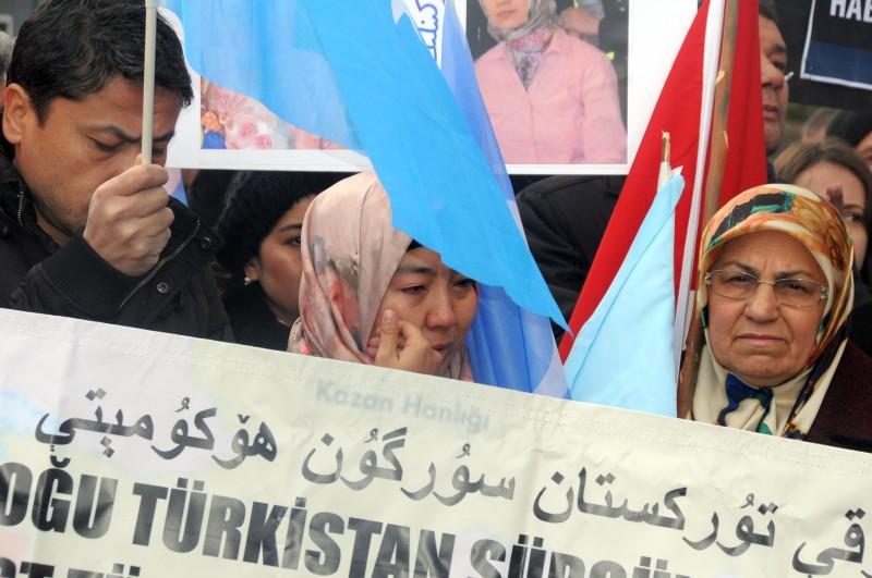 Doğu Türkistan'da yaşanan Çin zulmünü protesto etmek ve Birleşmiş Milletleri göreve çağırmak amacıyla Türkiye Kamu-Sen olarak Ankara'da BM Türkiye Temsilciliği önünde ve tüm illerimizin meydanlarında yaptığımız basın açıklamalarıyla Doğu Türkistan'ın sesi olduk.