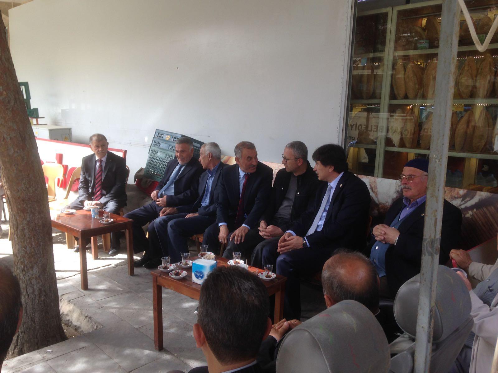Genel Başkan Yardımcılarımız İsmail Türk ve Kenan Karaçam Erzincan'a giderek geçtiğimiz pazartesi günü babası vefat eden Erzincan Şube Başkanımız Mücahit Gökhan Şahin'e ve ailesine taziyelerini ilettiler.
