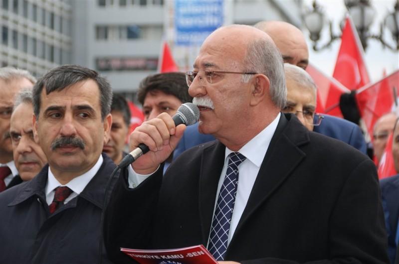 """Şanlı Türk ordusunun Afrin'e yönelik olarak başarıyla sürdürdüğü """"Zeytin Dalı Operasyonu"""" devam ederken, Türkiye Kamu-Sen olarak Kızılay Güven Park'ta """"Her şart altında Mehmetçik'le beraberiz."""