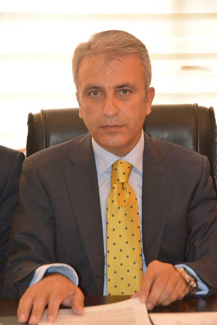 Kamu Çalışanlarına 2016 ve 2017 yıllarında yapılacak ekonomik artışlar için Hükümetle ile Malum Sen'in İmzalamış olduğu Toplu Sözleşmenin hemen arkasından Kamu çalışanlarının Sosyal Güvenlik Prim kesinti oranlarına Hükümetin zam yapmasına tepki gösteren Türk Sağlık Sen Kocaeli Şube Başkanı Ömer Çeker, Şube Başkan Yardımcı Arif Ovalı, Türk Büro Sen Şube Başkanı Rıfat Oypan ortak basın açıklaması yaptı. Basın açıklamasına Türk Büro Sen Şube Başkan yardımcısı Alaaddin Ardıç Katıldı.
