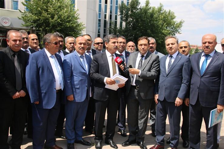Konfederasyonumuzun Toplu Sözleşme taleplerini Aile, Çalışma ve Sosyal Hizmetler Bakanı Zehra Zümrüt Selçuk'a teslim ettik.