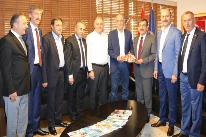 Türkiye Kamu-Sen Genel Başkanı Önder Kahveci ve Yönetim Kurulu üyelerimiz TÜRK-İŞ Genel Başkanı Ergün Atalay'a nezaket ziyaretinde bulundu. Ziyarette, Yol-İş Genel Başkanı Ramazan Ağar da hazır bulundu.
