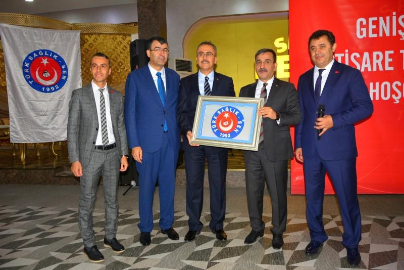 Genel Başkanımız Önder Kahveci ve Genel Başkan Yardımcılarımız İsmail Türk ve Mustafa Köse Bursa şubemizin gerçekleştirdiği işyeri temsilcileri toplantısına katıldılar.