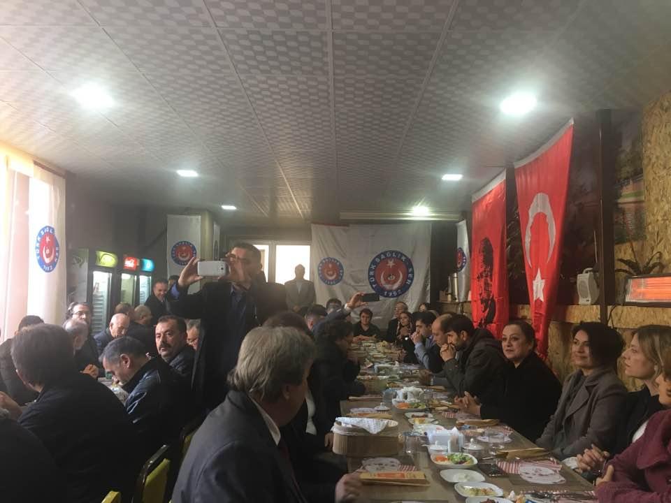 17 Kasım tarihinde Genel Başkan yardımcılarım İsmail Türk ve Ümit Turhan sendikal çalışmalar kapsamında Eskişehir'i ziyaret ederek Eskişehir Şube Başkanımız Hüseyin Kararman ve şube yöneticilerimizle birlikte Sağlık Kurumları ziyaret etmişler ve idarecilerle görüşmeler gerçekleştirmişlerdi.  19 Kasım tarihinde de Genel Başkanımız Önder Kahveci Eskişehir'i ziyaret ederek teşkilatımızla bir araya geldi. Ziyarette ilk olarak Sendika şubemizde basın toplantısı düzenleyen Genel Başkanımız Önder Kahveci gündeme dair açıklamalarda bulundu.
