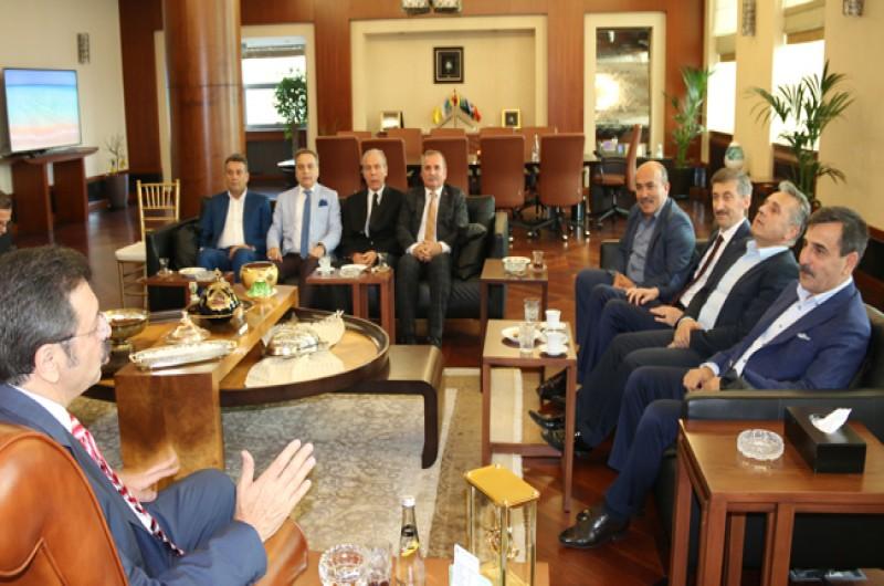 Türkiye Kamu-Sen Genel Başkanı Önder Kahveci ve Yönetim Kurulu üyelerimiz TOBB Başkanı Rıfat Hisarcıklıoğlu'na nezaket ziyaretinde bulundu.