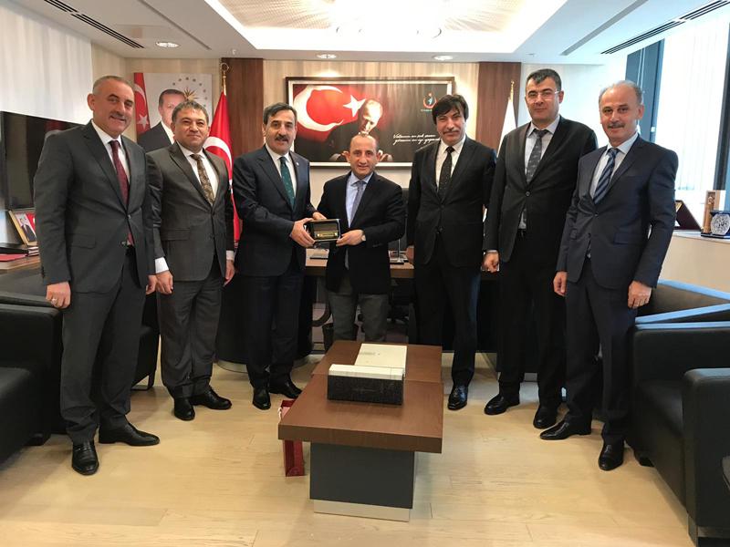 Genel Başkanımız Önder Kahveci ve Genel Başkan Yardımlarımız Sağlık Bakanlığı Yönetim Hizmetleri Genel Müdürü Sayın Mehmet İslamoğlu'nu ziyaret etti.