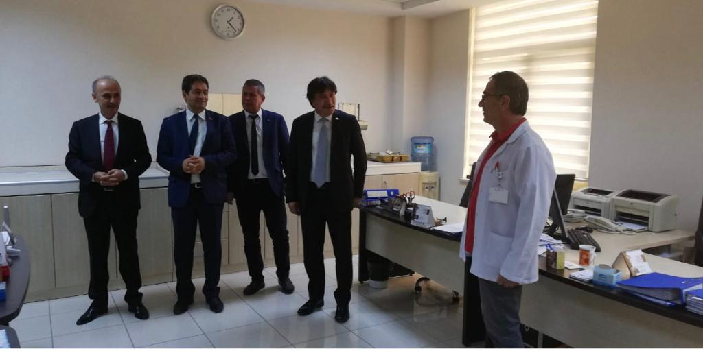 Genel Başkan Yardımcılarımız İsmail Türk ve Mustafa Yiğit sendikal çalışmalar kapsamında Uşak ilimizi ziyaret ettiler. Yapılan ziyarette Sağlık kurum ve kuruluşlarında çalışanlarla bir araya gelinerek sendikal çalışmalarımız hakkında bilgi verildi.