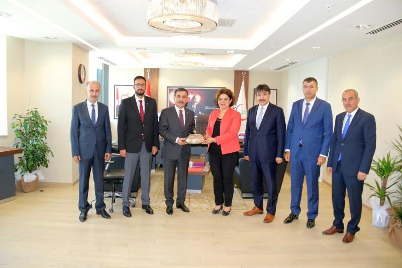 Genel Başkanımız Önder Kahveci ve Genel Başkan Yardımcılarımız Sağlık Bakan Yardımcıları Prof. Dr. Emine Alp Meşe, Dr. Şuayip Birinci ve Halil Eldemir'i ziyaret ettiler.