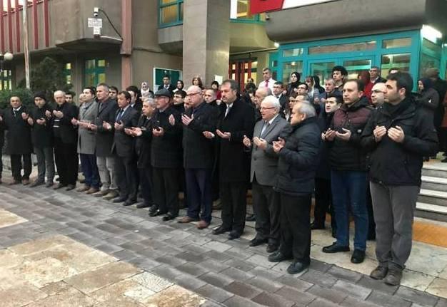 Türkiye Kamu-Sen olarak Afrin'deki Mehmetçiklerimiz için ülke genelindeki tüm kurumlarda İstiklal Marşı okuduk ve dualar ettik.