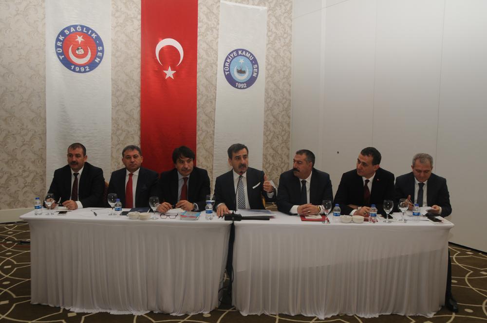 Türk Sağlık-Sen Başkanlar Kurulu Toplantısı Antalya'da gerçekleştirildi. Genel Merkez Yönetim Kurulu Üyelerimiz, Şube Başkanlarımız ve İl Temsilcilerimizin katıldığı toplantıda sendika çalışmalarımız, 6. Olağan Genel Kurul süreci ve önümüzdeki yetki dönemine ilişkin değerlendirmeler yapıldı. Çalışanların talepleri ve sorunları ile ilgili yapılacaklar konusunda fikir alışverişinde bulunuldu.